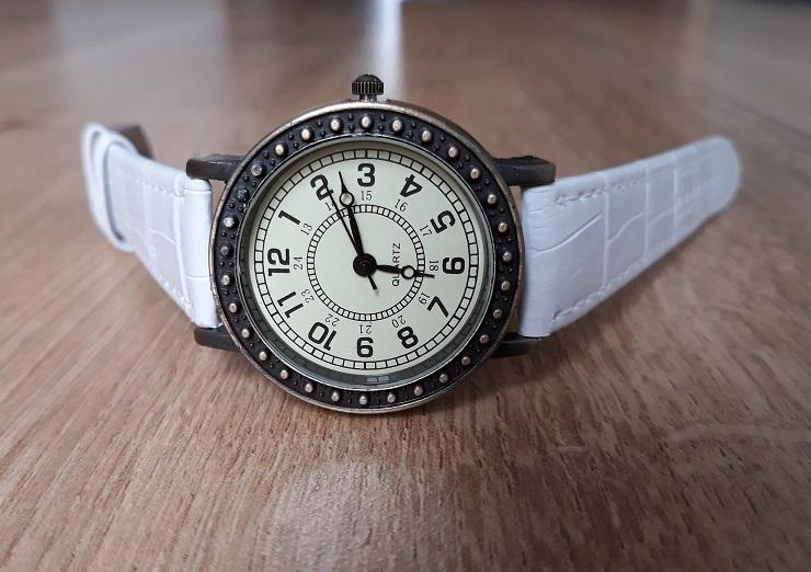 Dámske retro hodinky biele e6a311606e