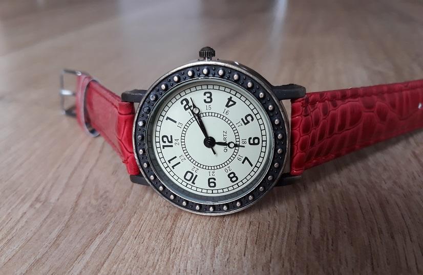 Dámske retro hodinky červené 703328b3c81